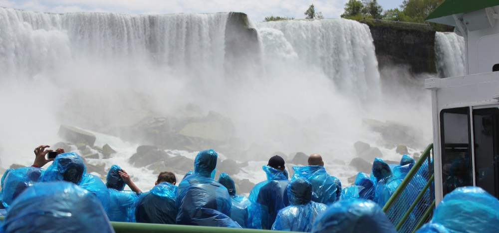 how to get to maid of the mist from canada