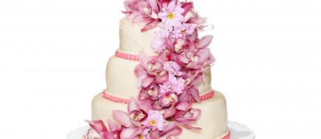 Should I make my own wedding cake?